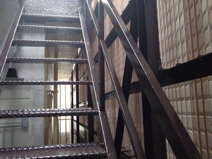 鉄骨階段 上塗り完了