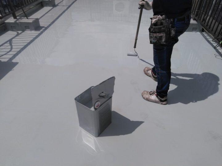 屋上 ウレタン防水塗布(2回目)