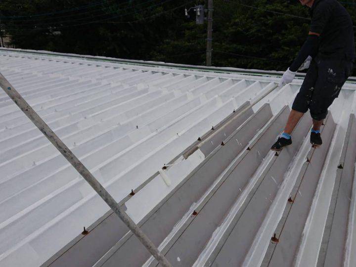 折半屋根 遮熱塗料塗布(下塗り)