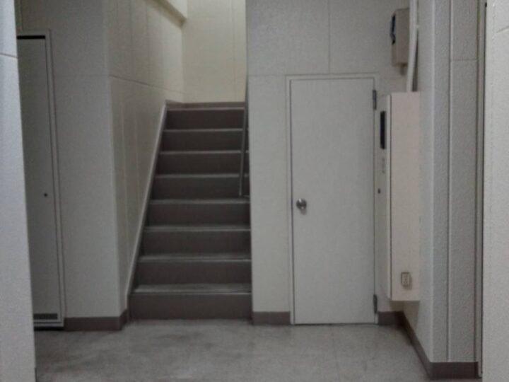 内壁・階段